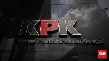 KPK memeriksa Kepala Biro Umum dan mantan Sekretaris Kemensetneg terkait aliran dana dari kasus korupsi PT Dirgantara Indonesia.