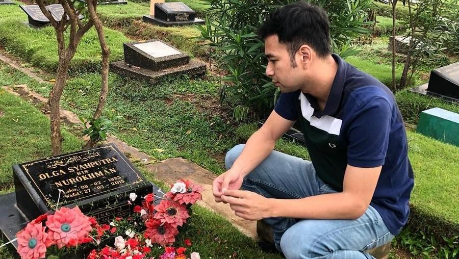 Ulang Tahun, Raffi Ahmad Ziarah ke Makam Olga Syahputra