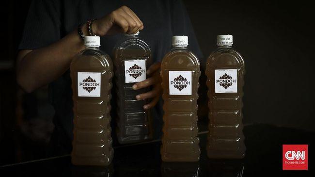 Minuman beralkohol sebenarnya bukan hal baru di Indonesia. Indonesia memiliki sejarah panjang dengan minuman fermentasi tersebut.
