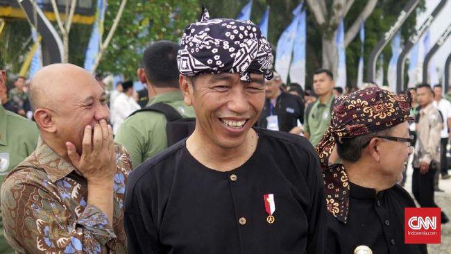 Jokowi kembali menyatakan telah membangun 191.000 kilometer jalan desa. Pihak yang tidak mempercayai itu dipersilakan untuk mengukurnya sendiri.