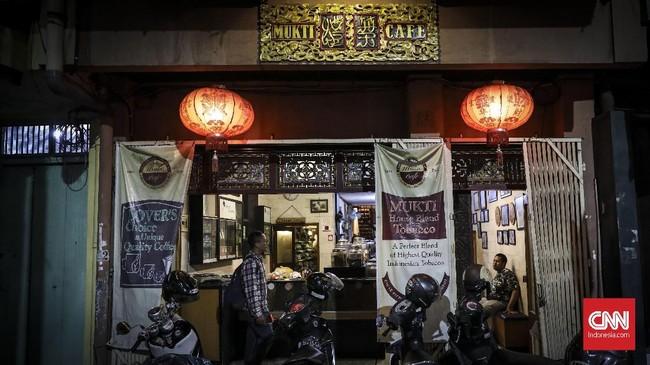 Toko tembakau Mukti kini bertransformasi menjadi kafe memberi pengalaman berbebad bagi wisatawan yang mengunjungi Semarang.