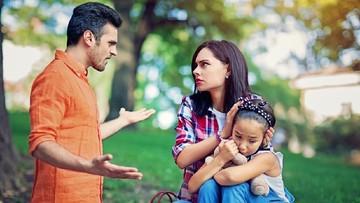 Dampak Orang Tua Bertengkar di Depan Anak