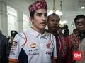 Datang ke Bandung, Marc Marquez Kenakan Iket Sunda