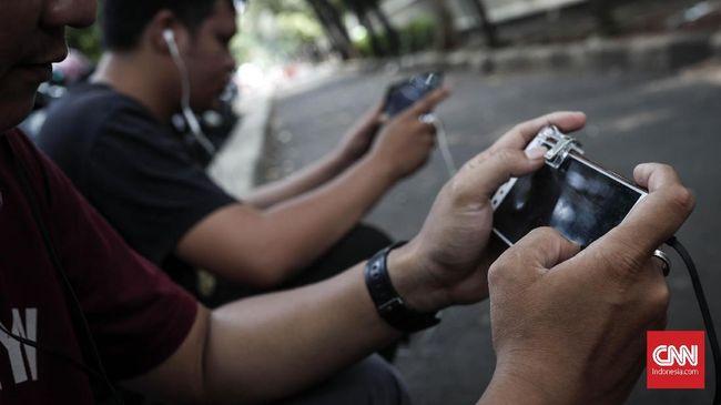 Bermain gim terlalu lama atau charger rusak merupakan beberapa alasan ponsel cepat panas.