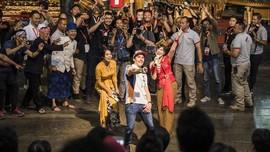 FOTO: Marc Marquez Joget dan Main Angklung di Bandung