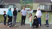 """<p><a href=""""https://news.detik.com/berita/d-4420611/yusuf-mansur-bicara-keislaman-jokowi-pa-212-singgung-perlakuan-rezim?_ga=2.259490570.1822979178.1549724035-654698882.1548468357"""" target=""""_blank"""">Yusuf Mansur</a> bersama istrinya, Siti Maemunah dikaruniai lima anak, Wirda, Kun, Qumii, Haafidz dan Aisyah. Keluarga mereka selalu ramai dengan kehadiran lima buah hatinya.</p>"""