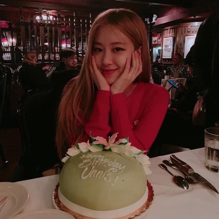 Foto Rose saat merayakan ulang tahun beberapa waktu lalu. Terlihat semakin anggun di usia yang ke-22.