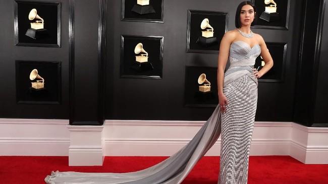 Tak masalah kalau Grammy Awards 2019 tak dihadiri oleh selebriti top, namun ajang ini tetap menjadi panggung busana luar biasa dengan busana terbaik.