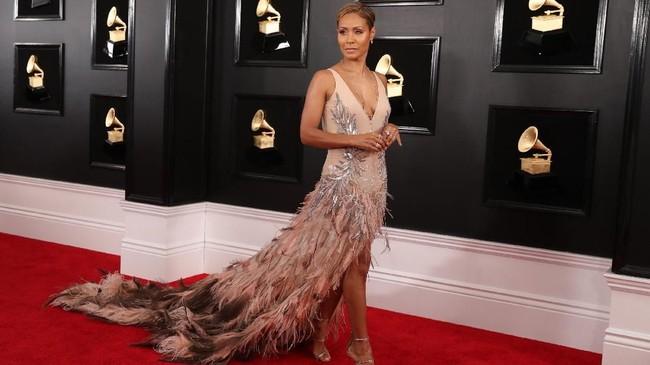 Selain penuh drama, Grammy Awards 2019 kali ini juga diramaikan dengan selebriti berbusana penuh bulu ataupun mengembang di beberapa bagiannya.