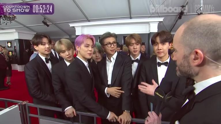 Penampilan BTS saat berada di karpet merah, yang tengah diwawancarai oleh Billboard. Pada kesempatan itu BTS mengaku ini adalah mimpi mereka yang jadi kenyataan. Mereka juga berterima kasih kepada semua ARMY yang telah mendukungnya.