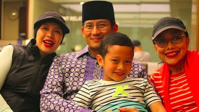 Bikin Adem, Momen Kedekatan Sandiaga Uno dengan Ibunda Tercinta