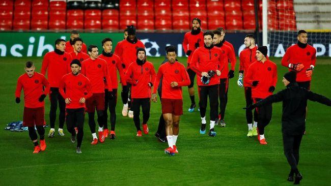 PSG adalah tim yang punya serangan mematikan namun mereka tak perlu gengsi untuk main bertahan saat hadapi Manchester United.