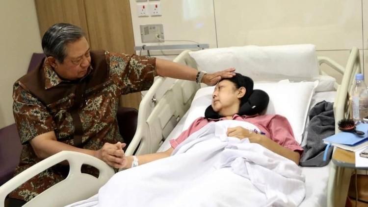 Penting lho, Bun, untuk menyadari gejala kanker darah seperti dialami Ani Yudhoyono. Jangan mengabaikan kelelahan dan stres berlebihan ya.