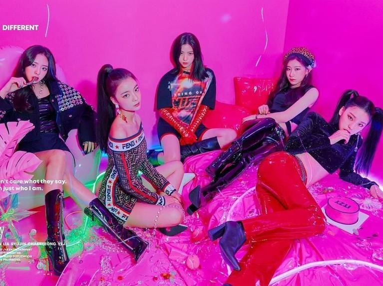 Menjadi girl groupbaru yang hadir setelah TWICE, ITZY diharapkan bisa mengikuti jejak sukses para seniornya di JYP Entertainment.