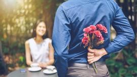 Tak Ada Salahnya Memberikan Bunga untuk Pria