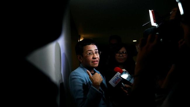 Maria Ressa, pemimpin media yang lantang menyuarakan kritik terhadap pemerintahan Filipina, Rappler, dibebaskan dengan jaminan pada Kamis (14/2).