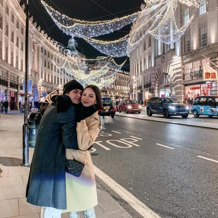 Al ghazali dan sang kekasih juga diketahui sering berlibur bersama baik ke luar negeri maupun dalam negeri.