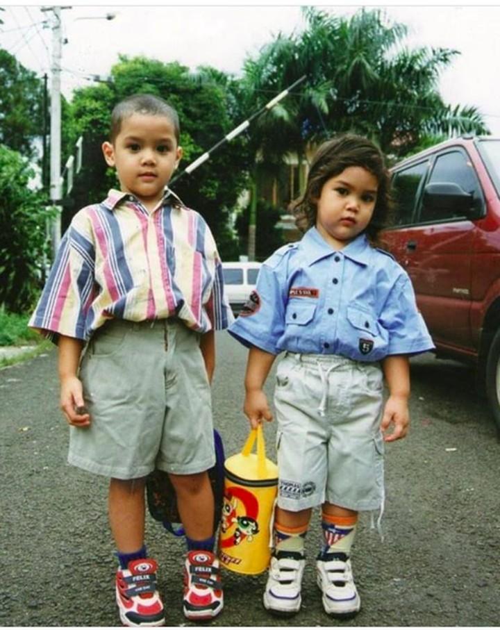 <p>Al dan sang adik, El. Meski sering berantem dari kecil, tapi mereka sekarang kompak deh, Bun. (Foto: Instagram/alghazali7)</p>