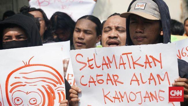 Saat demo di KLHK, Aliansi Cagar Alam Jabar menyebut perubahan status Kamojang dari Cagar Alam menjadi Taman Wisata Alam (TWA) membuat lingkungan makin rusak.