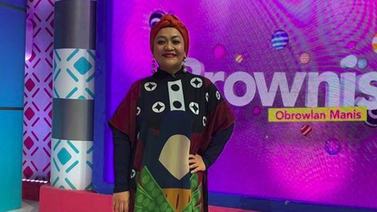 Simak yuk, tips sukses Tike Priatnakusumah dan Gracia Indri menurunkan berat badan serta menjaganya agar tetap ideal.