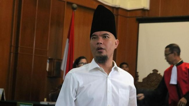 Ahmad Dhani Prasetyo yang bakal melaju sebagai Bakal Calon Wali Kota Surabaya belum mengembalikan formulir di batas akhir pendaftaran.