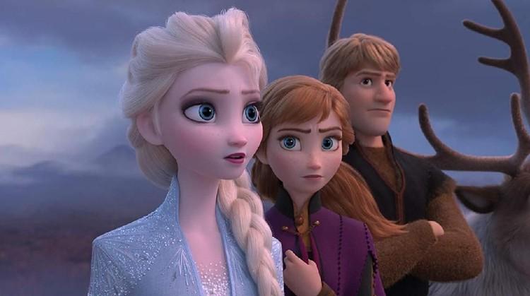 Di Film Frozen 2 ini, kakak beradik, Elsa dan Anna memulai petualangan barunya ke luar kerajaan.