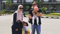 <p>Waktunya mudik bersama ke Solo, kampung halaman Achmad Zacy. (Foto: Instagram @achmadzaky)</p>