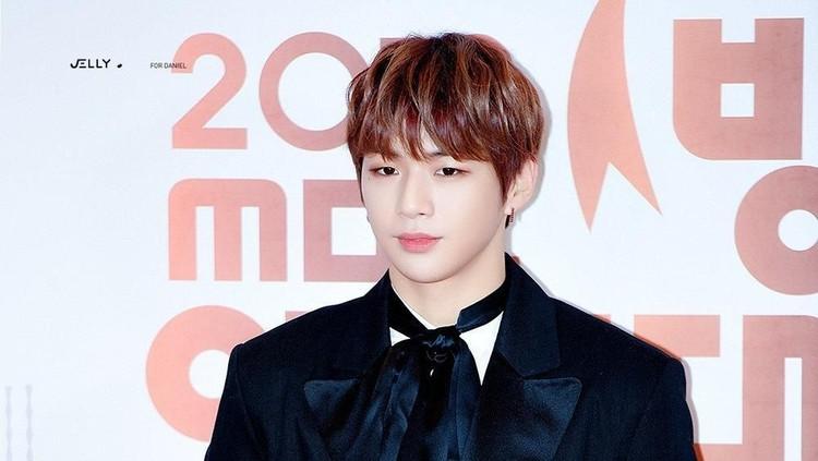 Kang Daniel rehat sementara dari industri hiburan Korea karena mengalami depresi dan gangguan panik.