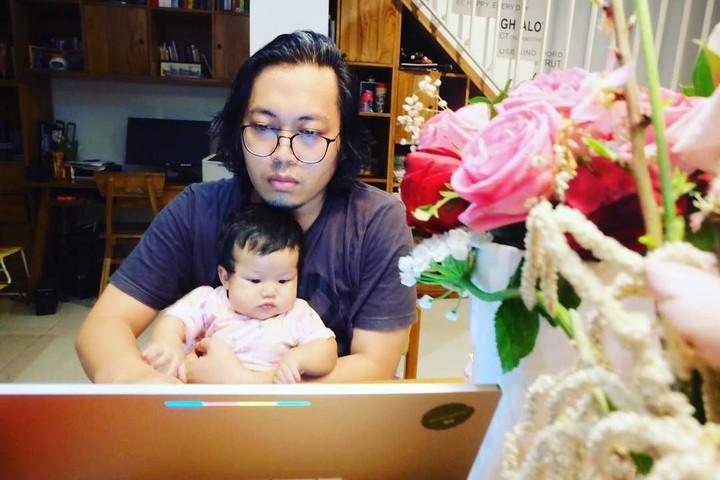 Meski Achmad Zacy dan istri, Diajeng Lestari, cukup sibuk, ternyata keduanya sering quality time dengan anak-anaknya lho, Bun.