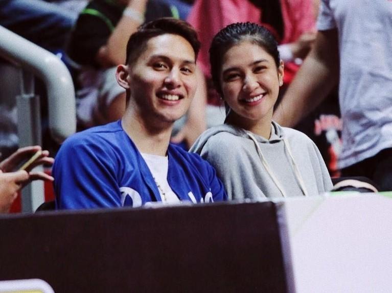 Meski belum dipersatukan dengan pernikahan,pasangan Mikha Tambayong danDaniel Wenas tak mau kalah merayakan Valentine dari pasangan lainnya.
