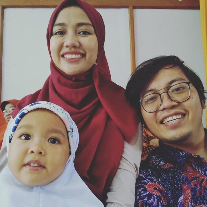 <p>Siap-siap mau tarawih bareng nih. Patut dicontoh ya, Bun. Sejak dini Achmad Zacy dan istri sudah mengajarkan ilmu agama pada anak. (Foto: Instagram @achmadzaky)</p>
