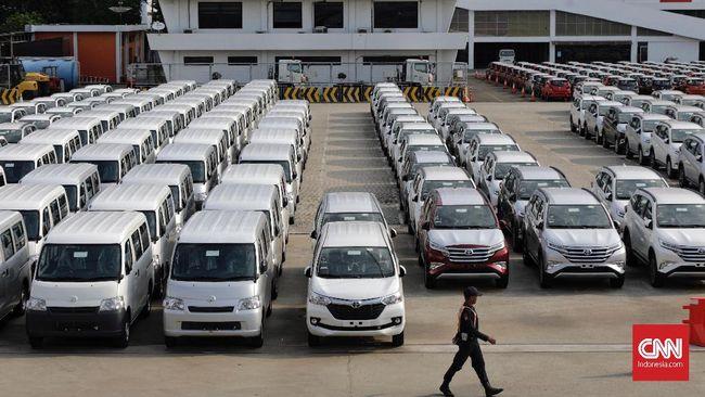 Suasana aktivitas bongkar muat peti kemas dan kendaraan ekspor di Pelabuhan Tanjung Priok, Jakarta, Selasa, 11 Februari 2019). Badan Pusat Statistik mencatat ekspor pada Januari 2019 turun 3,24 persen (month on month) dengan nilai USS 13,24 miliar. Sementara secara tahunan (year on year), ekspor pada Januari 2019 turun 4,7 persen dibandingkan Januari 2018.