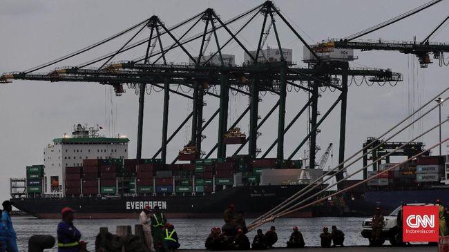 Pemerintah akan membangun tujuh pelabuhan hub domestik sebagai pusat logistik, salah satunya di Belawan/Kuala Tanjung, demi menyaingi Singapura.
