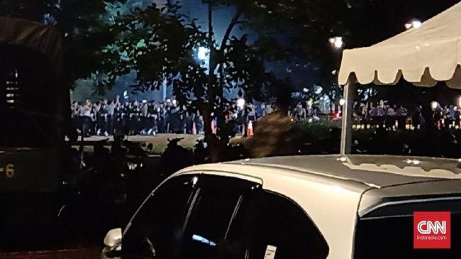 Terdengar ledakan di lokasi nobar debat capres kawasan parkir timur senayan kompleks Gelora Bung Karno.