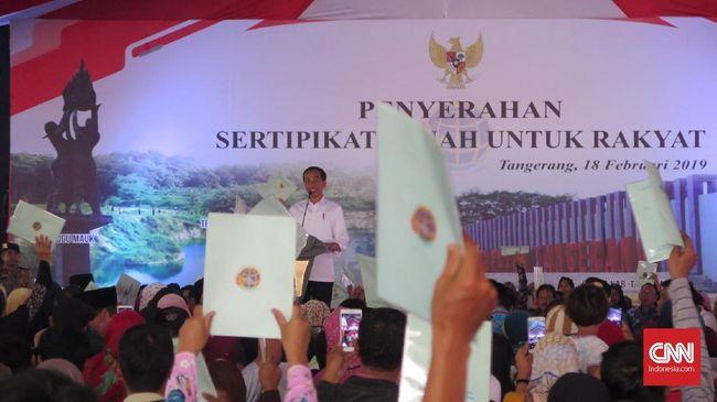 Jokowi membagikan 5.000 sertifikat tanah kepada warga Kabupaten Tangerang. Dia sempat menyinggung sengketa tanah karena masyarakat tak memiliki sertifikat.