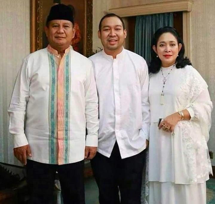 Jarang tampil, nyatanya Didit Prabowo senantiasa berusaha mendapingi ibunya, Titiek Prabowo, di tiap kesempatan.