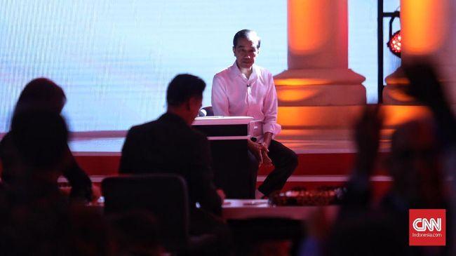 Tudingan penggunaan earpice Jokowi dinilai sebagai pengalihan isu untuk menutupi kelemahan Prabowo saat debat capres kedua. Jokowi menyebut hal itu fitnah.