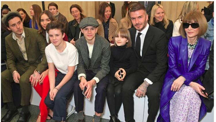 Victoria Beckham dibanjiri dukungan dari keluarga pada pertunjukan busananya di London Fashion Week.