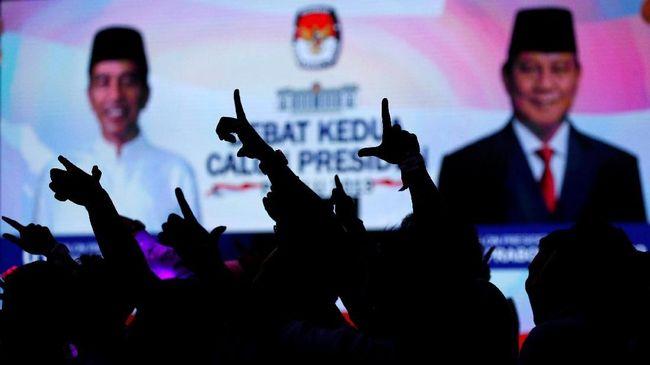 Masing-masing timses dari kubu Jokowi maupun Prabowo sempat membuat riuh suasana di arena debat usai Jokowi menyinggung kepemilikan lahan Prabowo.