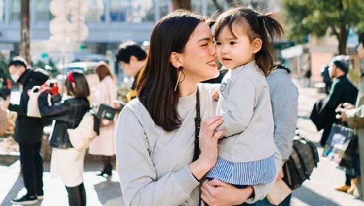 Tak luput dari 'drama', Alice Norin pun berhasil menyapih putri kecilnya yang sudah menginjak dua tahun.