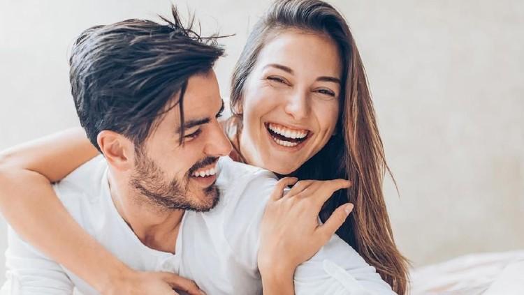 Memiliki pasangan lebih tinggi atau pendek, bukan halangan untuk mendapatkan kesenangan saat 'ehem'. Intip posisi untuk menyiasatiya.