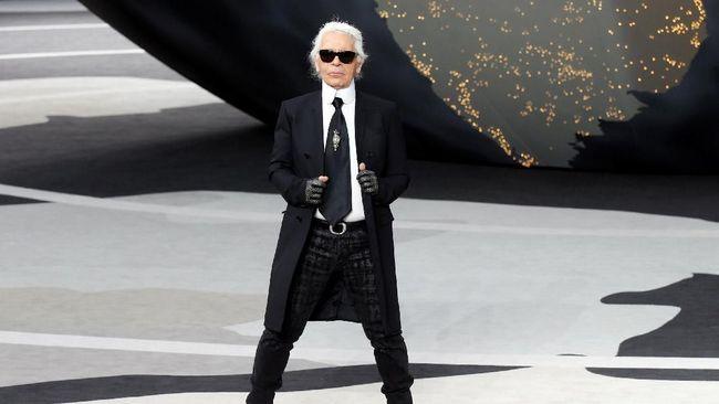 Ketika Karl Lagerfeld meninggal dunia, dunia mode berduka. Perjalanan kariernya pun tak bisa dijelaskan dengan singkat.