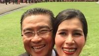 <p>Menghadiri sebuah acara bareng pasangan, enggak lupa selfie dulu ah. (Foto: Instagram/ @febri.sjofjan) </p>