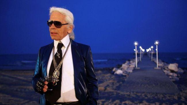 Semasa hidup, Karl Lagerfeld dikenal begitu ikonik. Selain gaya eksentriknya, dia juga tak henti-hentinya menciptakan kontroversi.