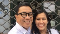 <p>Senyum pasangan ini mirip. Kalau orang bilang jodoh ya. (Foto: Instagram/ @febri.sjofjan) </p>