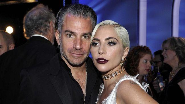 Sumber menyebut, Christian Carino tidak memperlakukan Lady Gaga dengan baik belakangan ini. Ia terlalu pencemburu dan mengekang sang bintang 'A Star Is Born.'