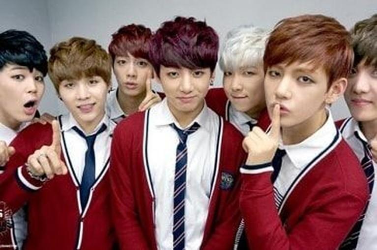 BTS melakukan debut pada tahun 2013 lalu. BTS diketahui memiliki tujuh member yang dengan wajah tampan. Kangen penampilannya dulu? Berikut tujuh potretnya.