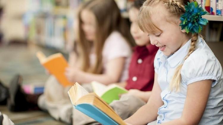 Anak malas membaca buku bisa saja karena tidak punya pilihan buku yang disukai. Mengajak anak ke bazar buku bisa jadi solusinya, Bun