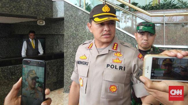 Kapolres Metro Jakarta Barat Kombes Hengki Haryadi menyebut perusuh saat aksi 22 Mei dibayar Rp100-250 ribu per orang.
