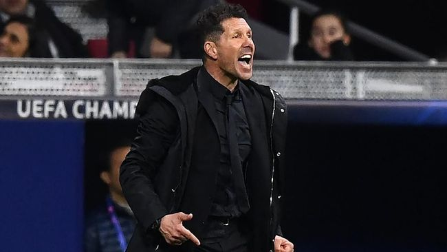 Atletico Madrid's Argentinian coach Diego Simeone reacts during the UEFA Champions League round of 16 first leg football match between Club Atletico de Madrid and Juventus FC at the Wanda Metropolitan stadium in Madrid on February 20, 2019. (Photo by GABRIEL BOUYS / AFP)